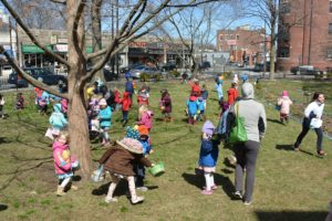 Easter Egg Hunt 03_16 - 054